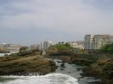 Skały przy plaży w Biarritz