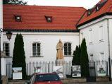 Figura przy kośćiele Kościół św. Kazimierza