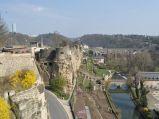 Rzeka Mozela i ruiny Zamku Bock