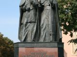Pomnik Jana Pawła II i Kardynała Wyszyńskiego w Sochaczewie