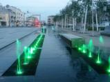 Podświetlane fontanny na Placu Szembeka