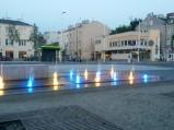 Kolorowe fontanny na Placu Szembeka