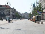 Krakowskie Przedmieście, w tle Pałac Staszica, zdjęcie przy Karowej.