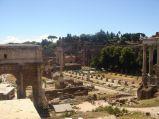 Pozostałości świątyni Saturna na Forum Romanum w Rzymie