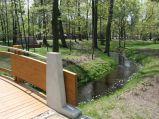 Kładka w parku w Konstancinie-Jeziornej
