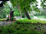 Figura Jana Pawła II w parku w Legionowie
