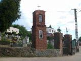 Kapliczka przy kościele w Mechowie