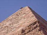 Piramida Chefrena, na szczycie pozostalości alabastru
