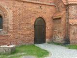 Wejście boczne do kościoła