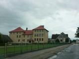 Boisko i szkoła w Zelgoszczy