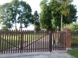 Brama wjazdowa na teren kościoła w Borowicy