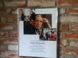 Zdjęcie Tadeusz Mazowieckiego w kawiarni w kamienicy w Płocku