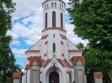 Brama i wejście do kościóła w Świerżach