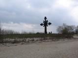 Krzyż poświęcony ofiarom morza na cyplu w Rewie