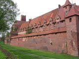 Zamek Krzyżacki, mury i fosa