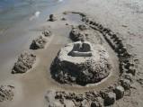 Potężny zamek z piasku na plaży w Ostrowie :)