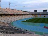 Trybuny oraz bieżnia i murawa na Stadionie Olimpijski