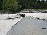 Plaża w Lubiatowie, potok przy szlaku niebisekim, wpadający do morza