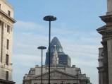 W dali wierzchołek Swiss Re w Londynie