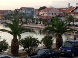 Palmy, na nabrzeżu, portu w Bibinje