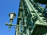 Latarnie na moście łąńcuchowycm