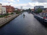 Rrzeźba Przechodzący przez rzekę w Bydgoszczy