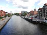 Przechodzący przez rzekę w Bydgoszczy