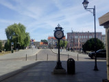 Zegar przed wejściem na most nad Brdą w Bydgoszczy