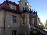 Wejście do Muzeum Figur Woskowych w Jastrzębiej Górze