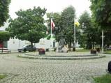 Pomnik Raka i herb Jedlińska