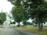 Widok na kościół z Rynku w Jedlińsku