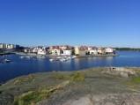 Widok z wyspy Stakholmen na marine i Karlskronę.