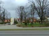 Pomnik w parku w Krasnosielcu