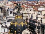 Majestatyczna kopuła, ze złotymi zdobieniami i figurą Wiktorii, Metrópolis, Madryt