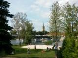 Widok na Kościół Świętej Trójcy w Mikołajkach