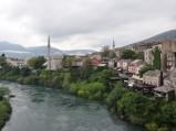 Meczet Koski Mehmed Pasha, widok ze Starego Mostu w Mostarze