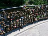Kłódki na Moście Zakochanych w Rydze
