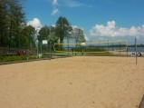 Boisko do siatkówki przy plaży w Sercku