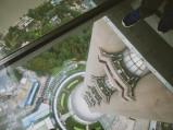 Widok w dół z tarasu wieży telewizyjnej w Szanghaju