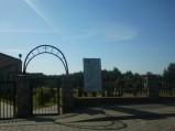 Wejście na teren cmentarza w Tupadłach.