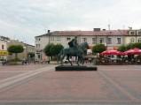 Pomnik Stefana Czarnieckiego na rynku w Warce