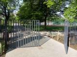 Brama wejściowa od strony ulicy Szaserów do Parku Polińskiego w Warszawie