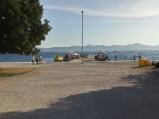 Dojście do kamiennego molo w Zadarze